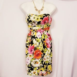 Snap size 7 floral strapless dress with pockets